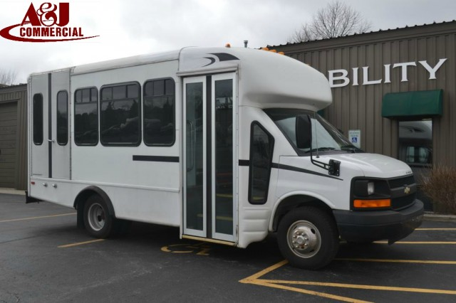 Bus For Sale: 2006 Chevrolet Express G3500 - Starcraft -