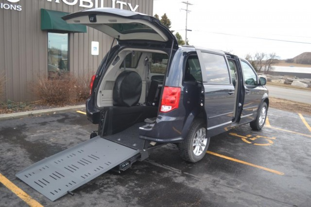 Bus For Sale: 2014 Dodge Grand Caravan SXT - BraunAbility ADA -