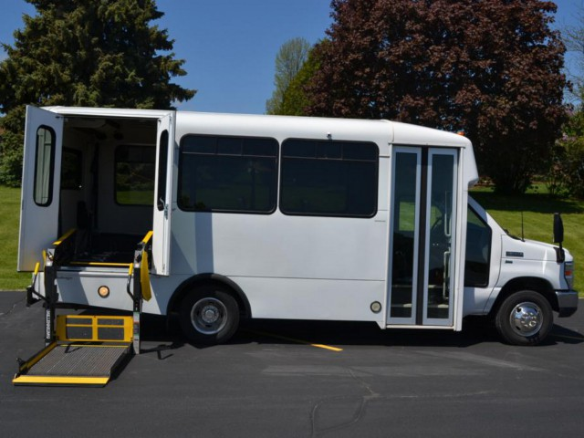 Bus For Sale Wisconsin: 2011 FORD ECONOLINE 350 -